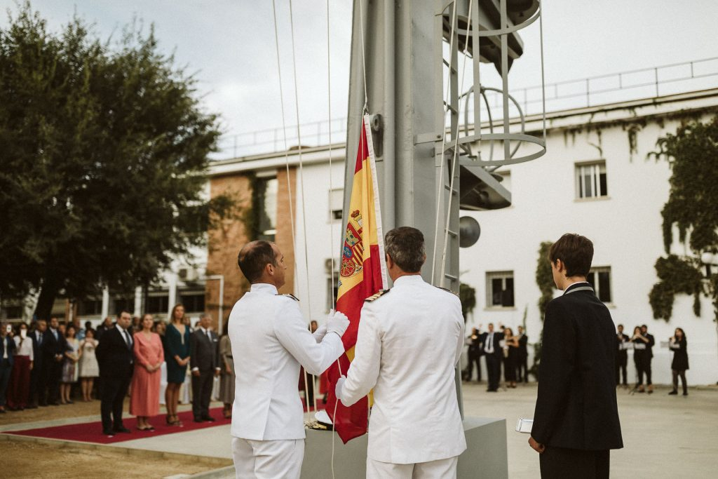 COLONEL CARLOS ECHEVARRÍA PÉREZ, DELEGATE OF THE MINISTRY OF DEFENSE IN ANDALUCIA PRESIDATES THE RAISING OF THE SPANISH FLAG AT YAGO SCHOOL IN SEVILLA.