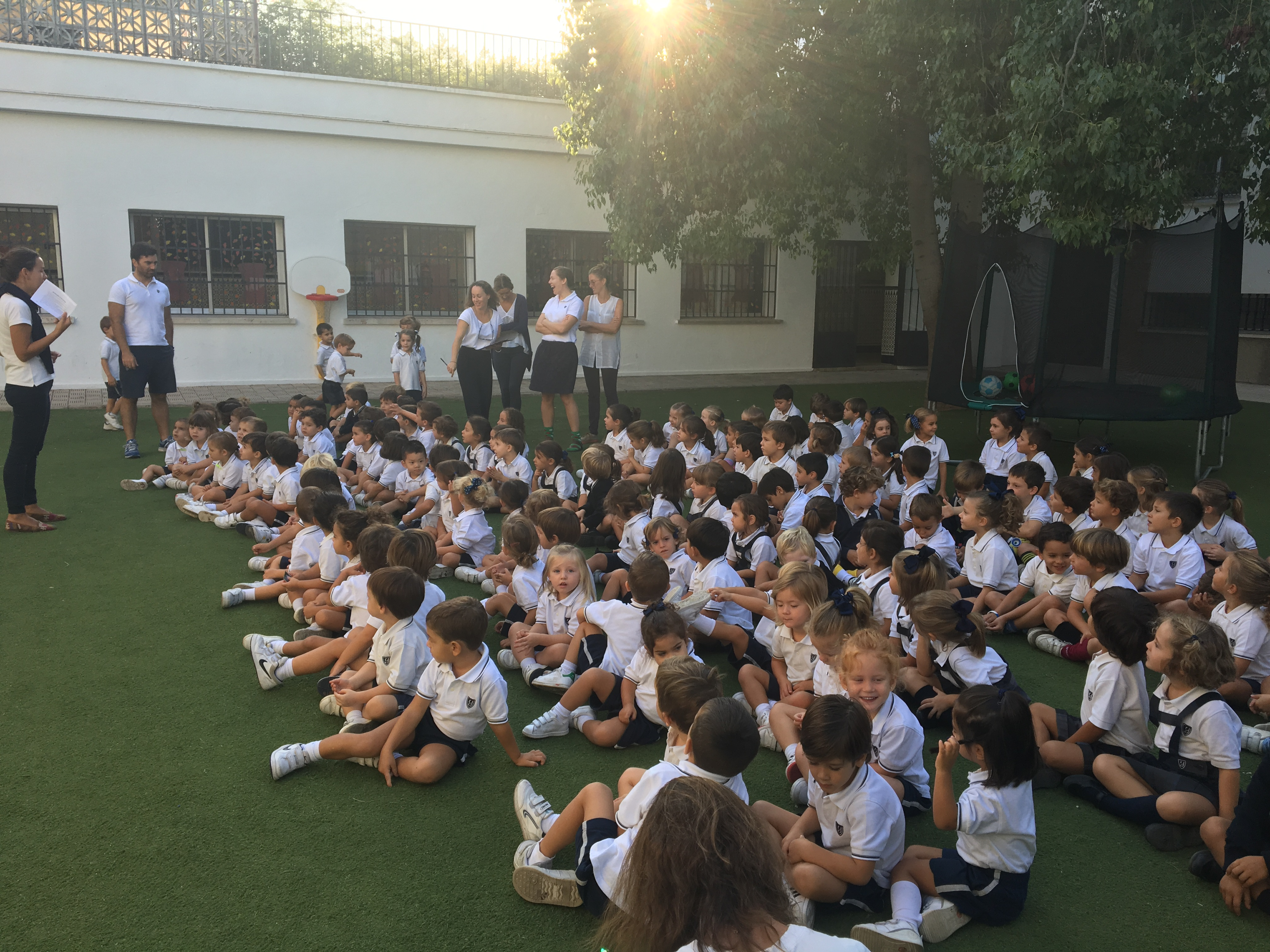 ASSEMBLY PARA TRABAJAR EL VALOR DEL MES DE SEPTIEMBRE: LA PUNTUALIDAD / ASSEMBLY: PUNCTUALITY IS THE VALUE OF THE MONTH OF SEPTEMBER