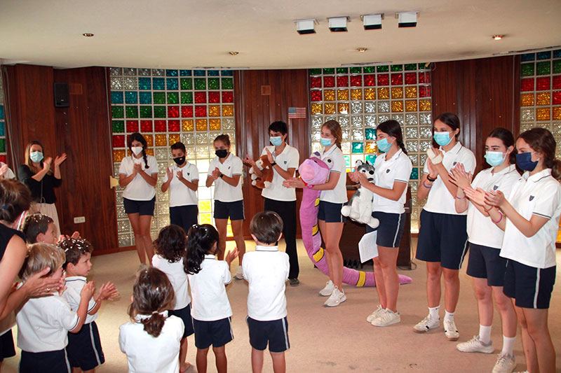 Infant students experience in the hands of the older students with an immersive theatre in Yago School